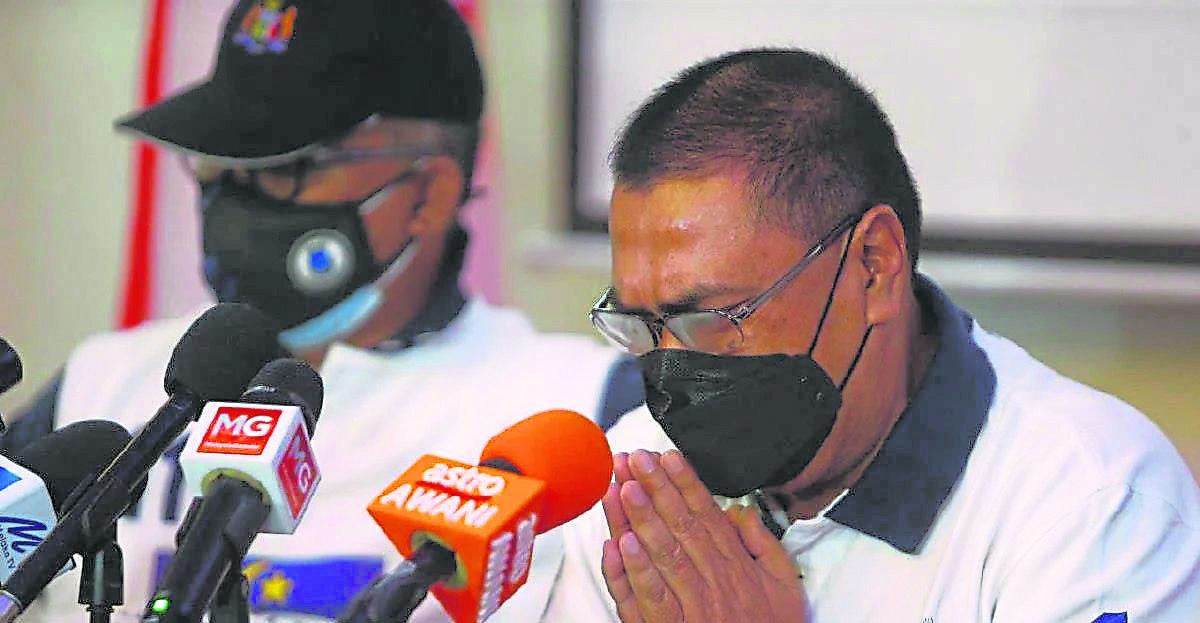 原是巫统党籍的班台昆罗州议员诺阿兹曼与另三名甲州议员推翻甲州政府后,如今洒泪哭求马六甲人民的原谅。