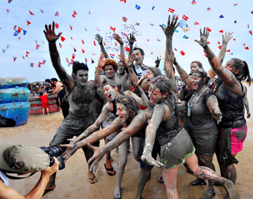 在韩国的庆典活动中,保宁泥浆节是外国游客参加人数最多的,因此在外国人圈子里声名很响。