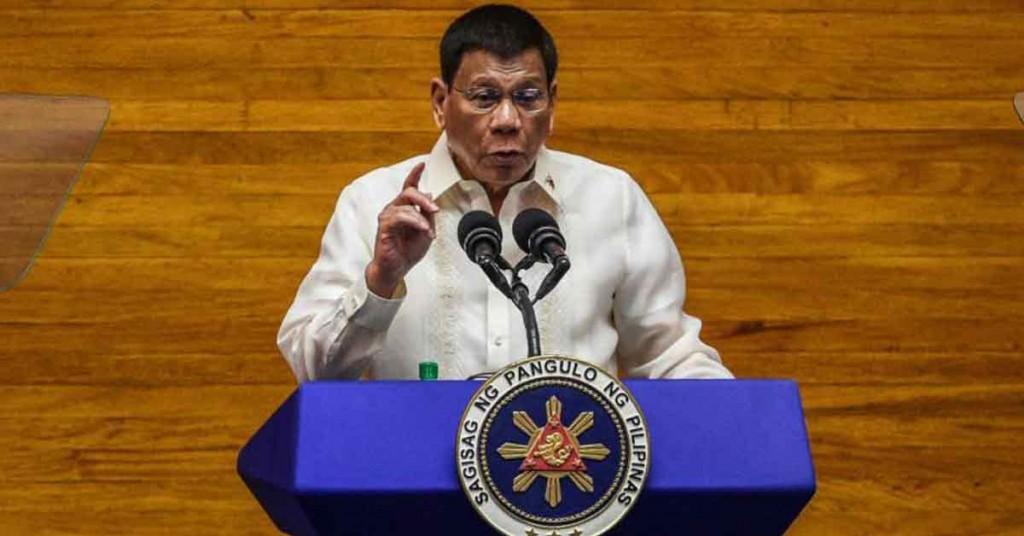 """部分民众不愿接种疫苗,菲律宾总统杜特蒂扬言""""趁他们熟睡,进到家里帮他们打疫苗""""。"""