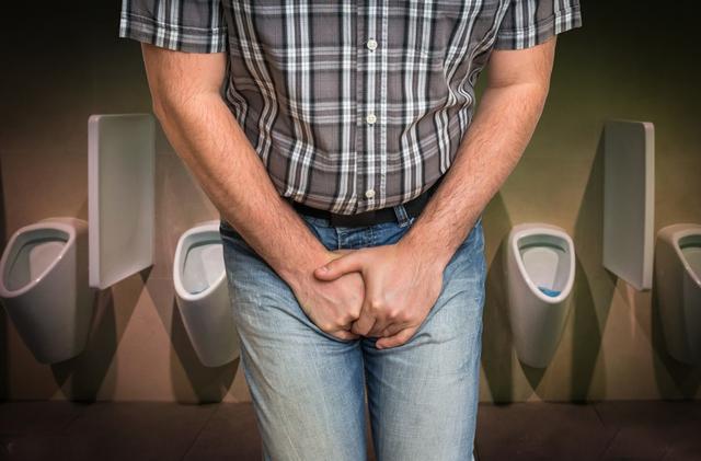 经常憋尿的人很容易引起尿道炎。